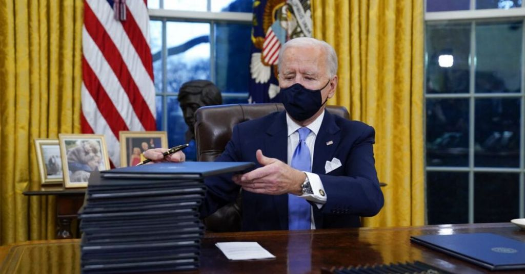 Watch: Biden Mandates Masks On Day One And Bill Clinton Was In Violation For All To See