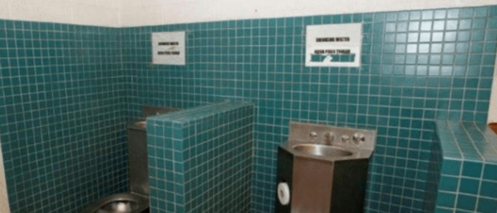 Photo: Ocasio-Cortez's 'Drinking Out of Toilets' Claim Drastically Falls Apart