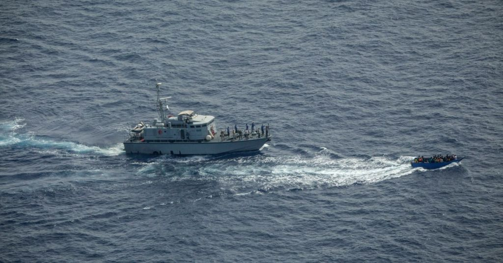 Coast Guard Stops One Boat With 100 Migrants From This Country